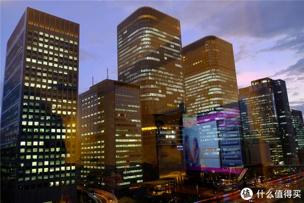 北新区的反方向,酒店的窗外正对面就是朝日新闻大阪本部