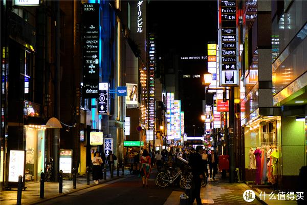 总之喜欢感受下日本本土夜文化可以来这里看看,所有有银联标志的代表接待外国游客,没有的请勿擅自入内。