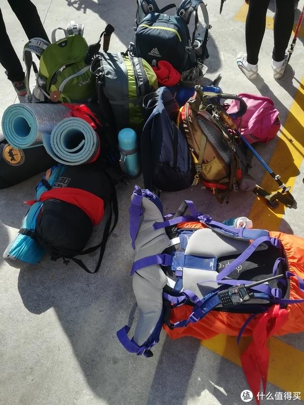 另外一队要穿越到大寺,所以带的装备比较多。