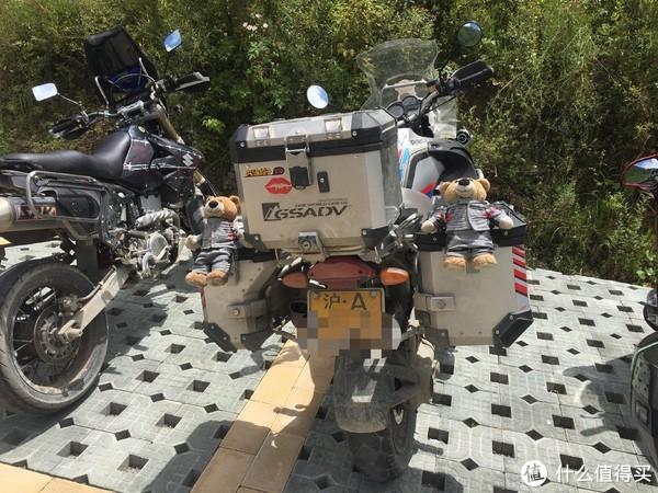 官鹅沟景区门口霸气的摩托车