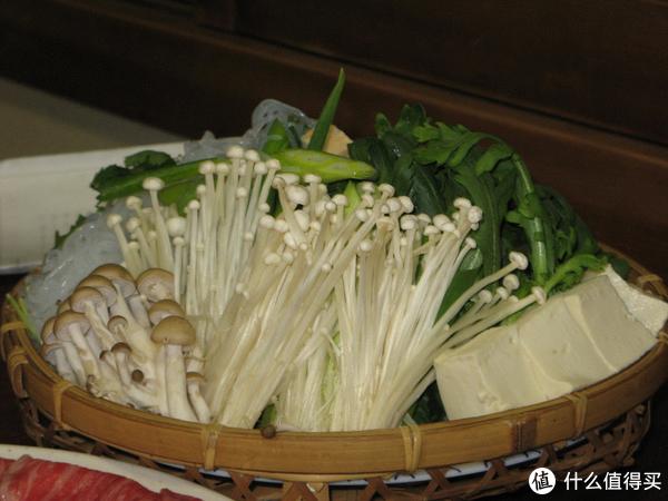现代商业化种植出的金针菇。图片:Mihai Petrisor / Wikipedia