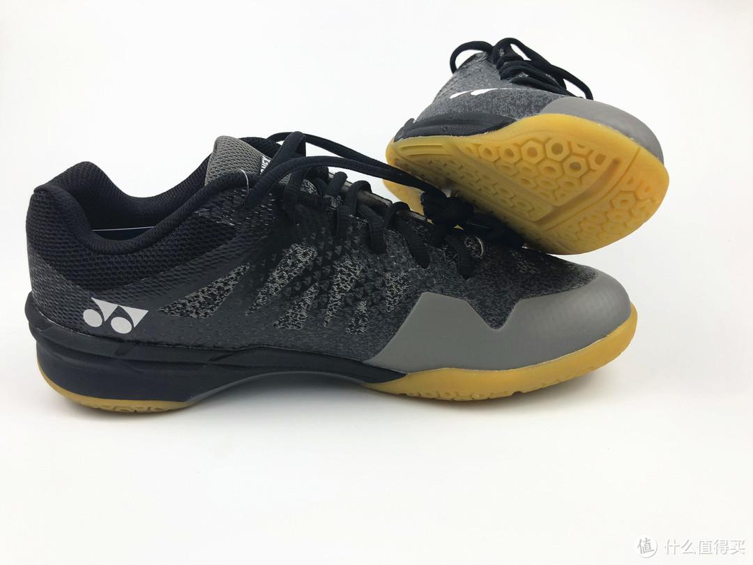 虽然颜值没有我想象的高,但鞋型还是深得我心,不那么笨重了