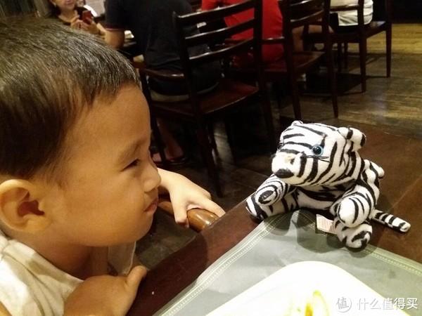 2岁的他给它取名:西科卡。对我们家来说完全陌生的词汇,不知道小小的他是怎么想到的。