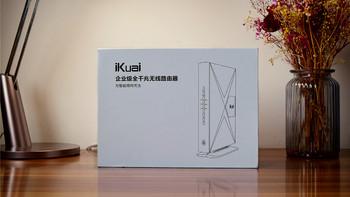 爱快 Q80 路由器开箱展示(包装|面板|指示灯|散热孔|防滑垫)