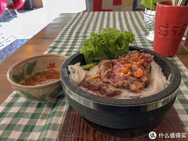 米线,牛肉半熟的