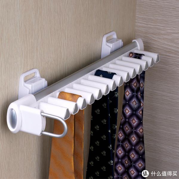▲领带架,侧面的挂置方式完美的利用了衣柜空间,还可以挂围巾、挂坠等,非常实用。
