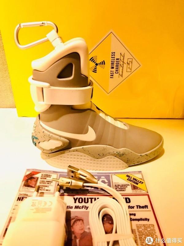 鞋子外侧有充电指示灯和电量余量指示灯