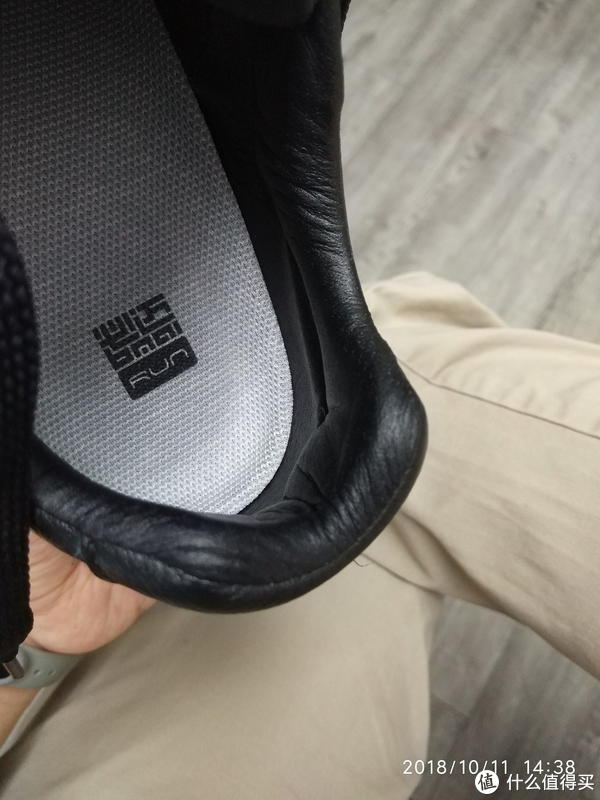 后跟内部够厚。鞋垫上写的必迈RUN,别当真,这个鞋是能够跑两步,但是跑长了以后会湿热的。