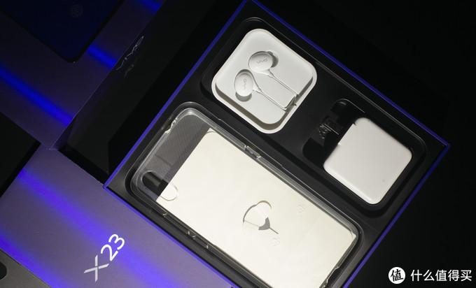 水滴屏+升降式前摄,自带15mm广角AI逆光拍照的Vivo X23