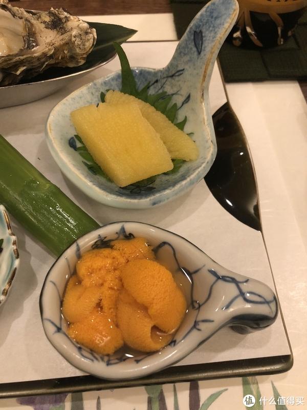 这是北海道产海胆,比昨天菜场买的好多了,上面是真鳕白子(精巢),这个吃过很多次,味道感觉一般