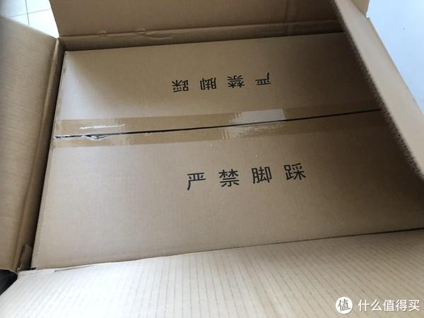 打开外箱之后,里面还有一层纸箱,包装很严谨