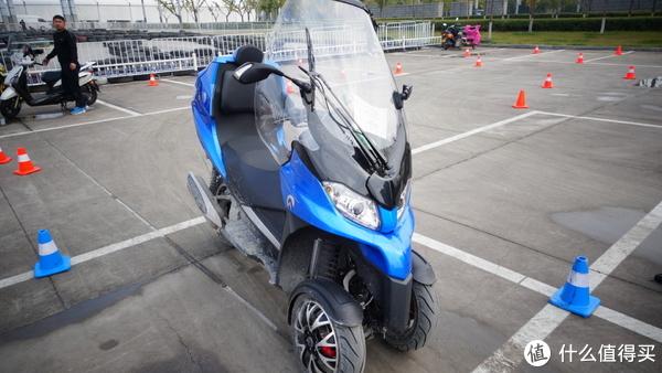 城市通勤利器新选择:意大利 adiva 倒三轮摩托车试驾体验