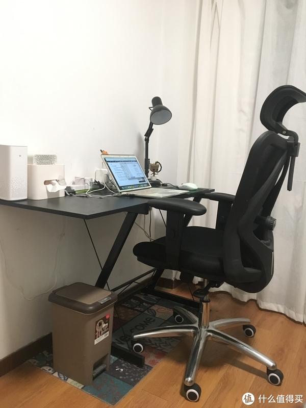 扶手和桌子是平行的,角度问题看着会有点高