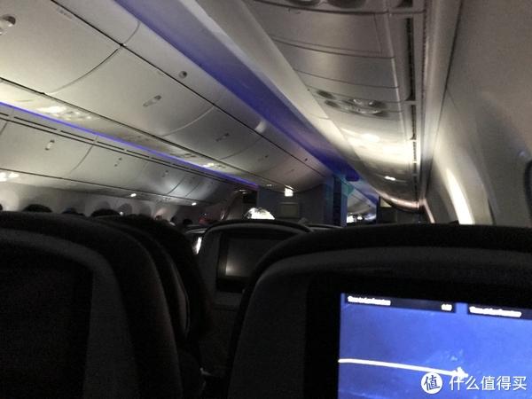波音787客舱(满满当当都坐满了)