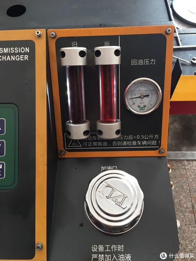 左边旧油,右边新油的颜色对比,好像也没有差很大啊。