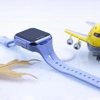 阿巴町 V600A 儿童智能手表外观展示(关机键 充电头 卡槽 屏幕)