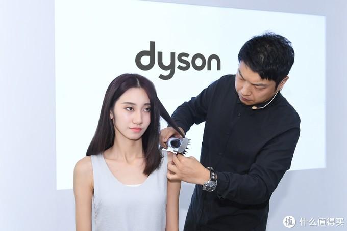 dyson 戴森 发布  Airwrap™美发造型器,善玩气流突破传统卷发棒屏障