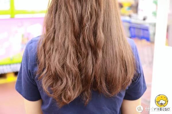 直发效果,左边头发是原来的头发,右边是拉直的头发