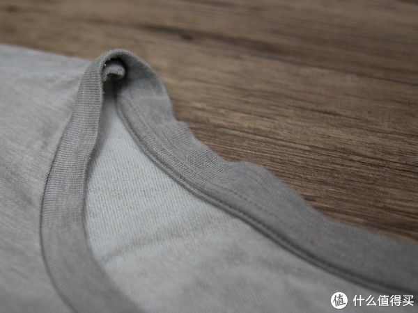 内部短绒细节,触感舒适,提升保温效果