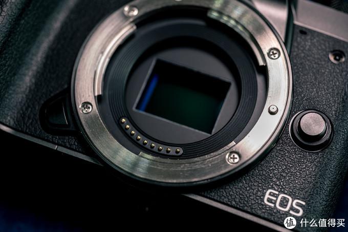 约22.3×14.9毫米(APSC)的CMOS,有效像素2420万