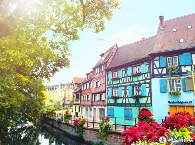 这个小镇是《哈尔的移动城堡》中的童话世界,《中餐厅2》在这里取景