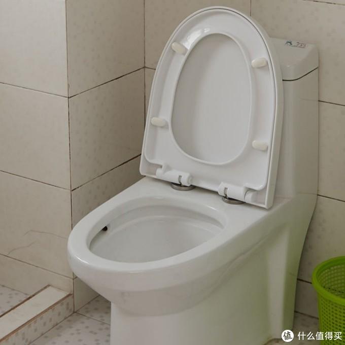 卫生间的垃圾桶是前租客留下来的,我比较建议用带盖的