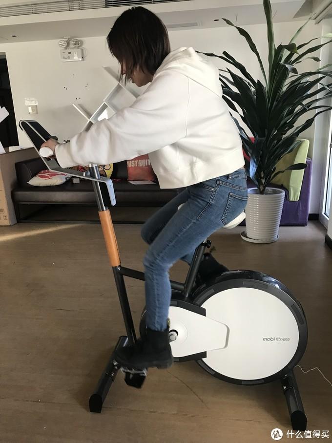 《到站秀》第223弹:莫比 MBH3201 家用静音电磁智能健身车