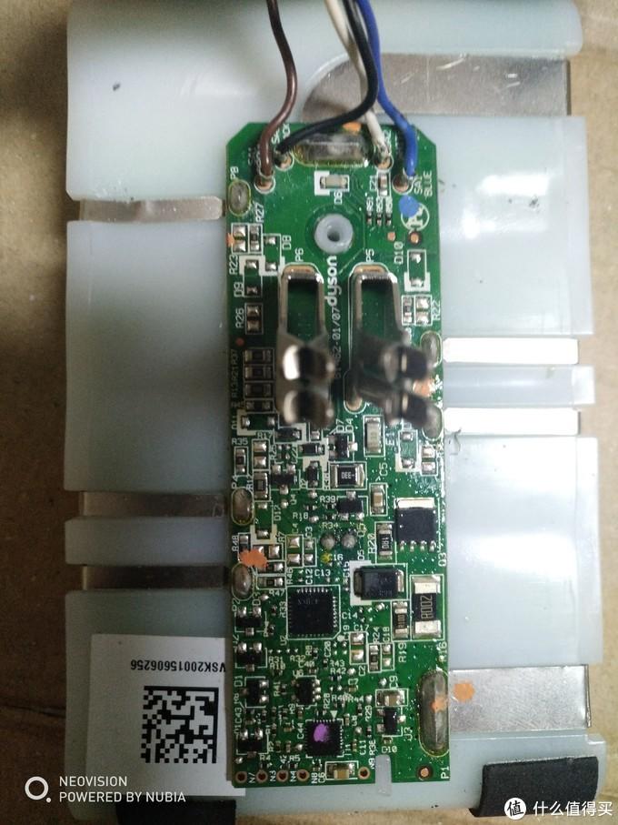 坏电池,外壳和保护板上的金属插口是最需要的,MOS输出就接它