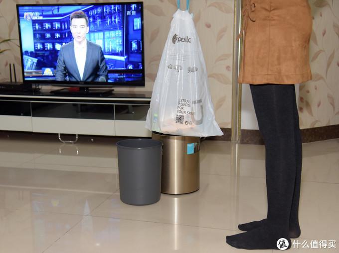 垃圾桶也能玩感应——优百纳盈月系列智能感应卫生桶初体验