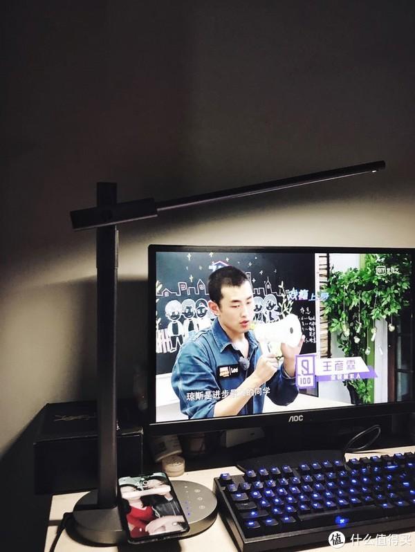 伸手触摸光!杀入居家市场的MOMAX带来这款护眼充电定时关灯三用的Q.LED