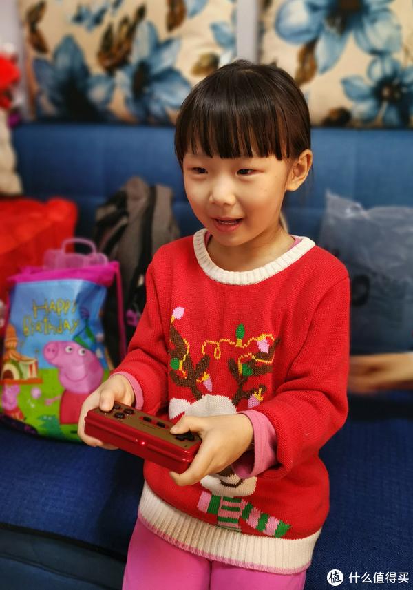 今年做的最有意义的事——带女儿玩小霸王