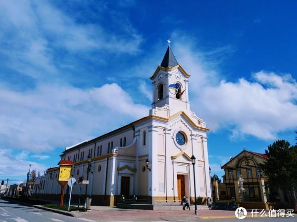 纳塔莱斯港市中心的教堂