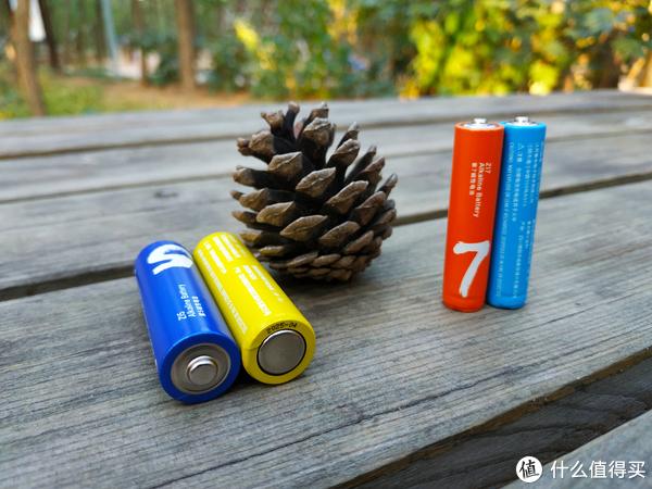 彩虹电池底部标注了使用期限