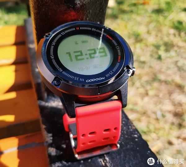 出门只需携带咕咚GPS运动手表S1