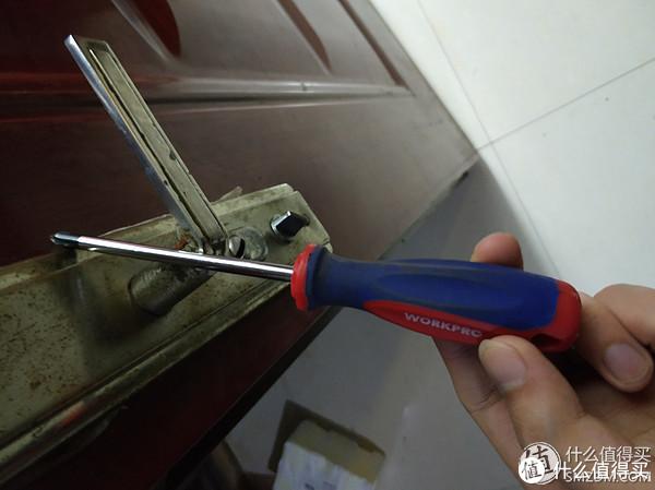 安装工具,就一把螺丝刀