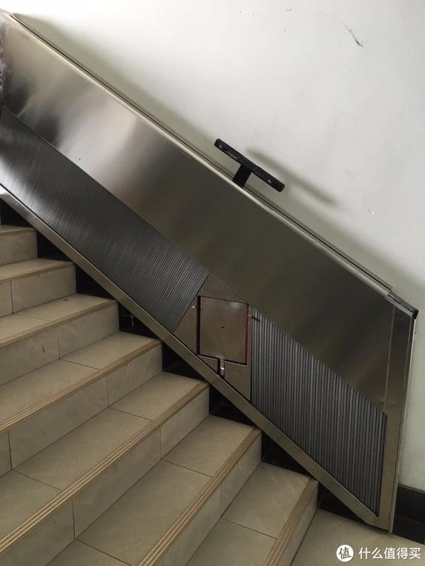 老楼加装电梯太难了!不如这一利民神器,站着直接到家