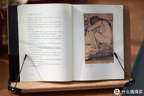 《梵高手稿》。在这本全新翻译的梵高书信集中,纽约大都会艺术博物馆的安娜·苏,从近千封书信中精心挑选了150多封,撷取了梵高在其中描写这些作品创作、构思过程的片段,以及他对艺术、艺术家、文学、宗教、景观等众多话题的独特见解,配以信中提到的画作以及书信原稿作