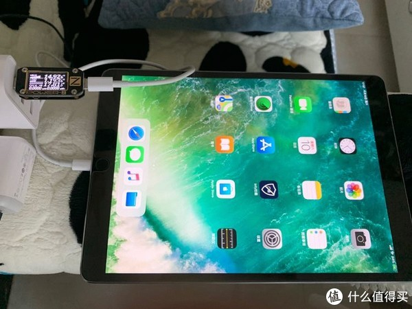 C口充iPad Pro同样激活15V快充,由于电量还有80%,同样没有达到29W的满速。