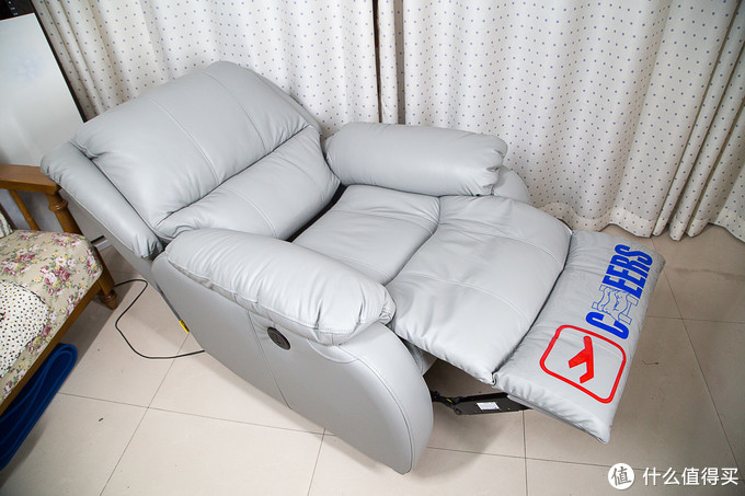 躺椅上的慢生活:芝华士炫彩真皮电动功能单椅