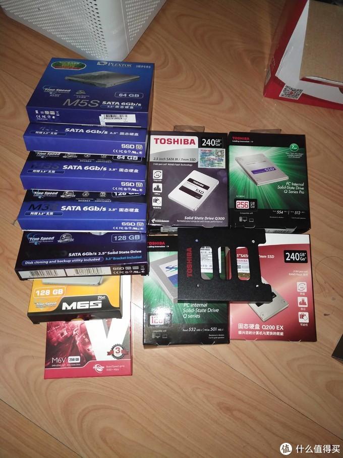 请允许我在这里晒一下自己SSD经历12年开始 12个SSD至今(还有一个M3裸包产品没盒子)(代理说最新产品M3盒子没印刷好)后期就有了M3 M3S