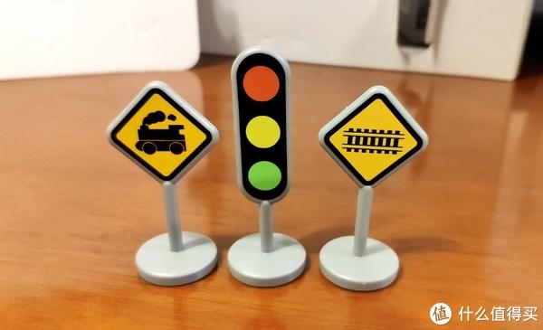 信号灯3个,等宝宝大了可以教她交通标志