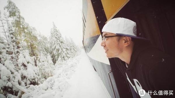 乘坐昂贵奢华的顶级观光列车,一览枫叶之国的波澜壮阔