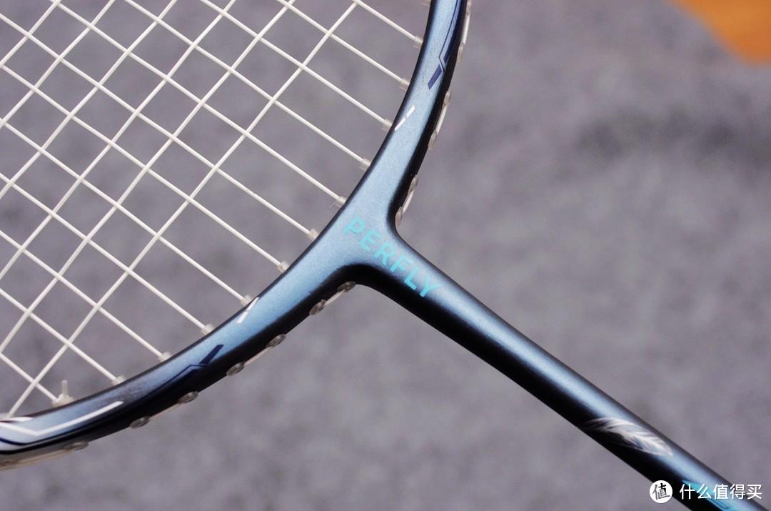 迪卡侬:轻量耐打碳纤维进攻型羽毛球拍