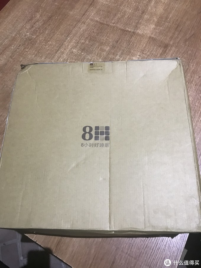 箱子压扁了,不过还好里面的东西不怕压。