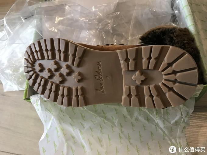 防滑大底,鞋底有品牌和