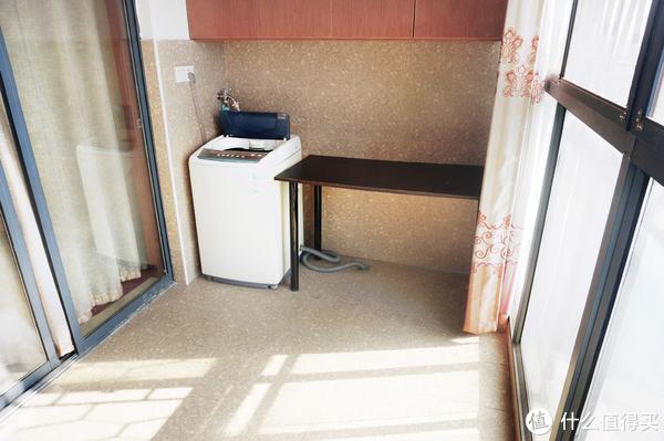 简单装修的阳台,功能是洗衣服晒衣服