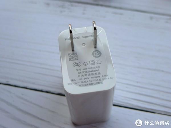 充电头特写,最高支持22.5w快充,速度还不错