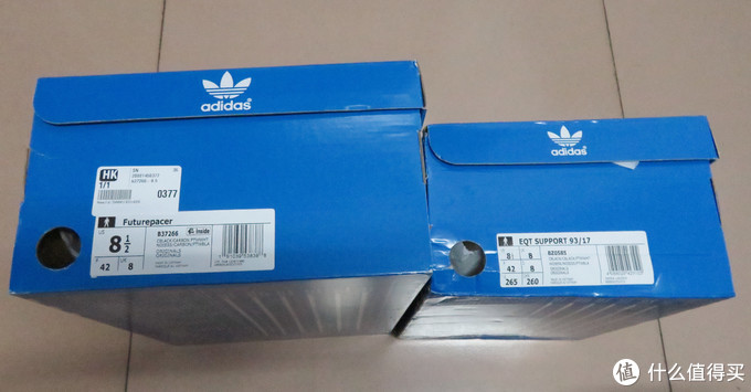 开箱第一印象就是鞋盒真大,到底有多大,跟之前剁的EQT Support 93/17鞋盒对比一下吧。
