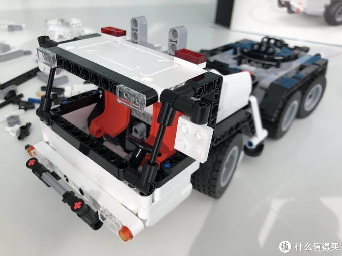 非乐高拼搭玩具初体验—米兔积木工程吊车