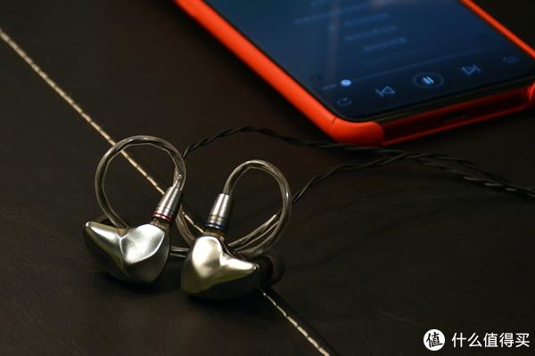 七彩虹推出首款圈铁耳机:全金属+双针换线设计,音质如何?